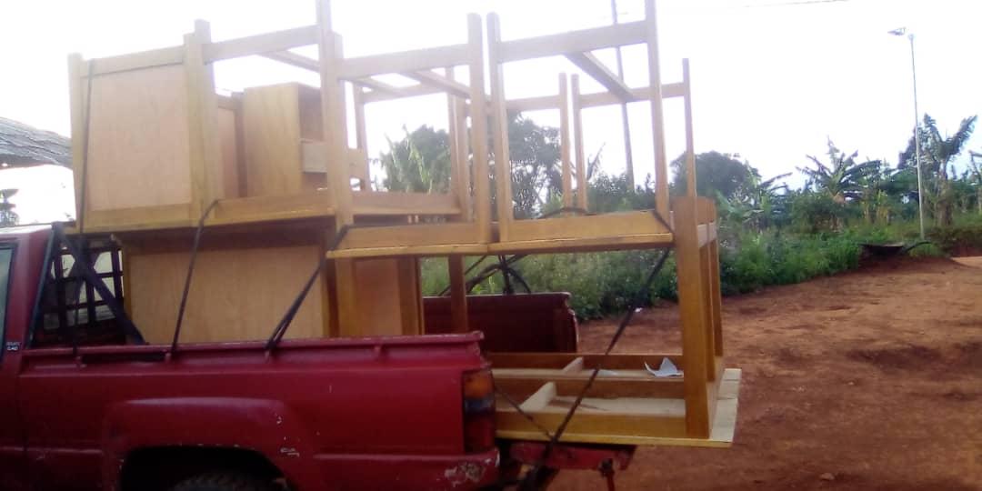 Transport der Tische und Stühle für CEFORUSA